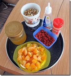 07 nach Belieben Honig, Walnüsse, Zimt, Goji-Beeren, Obst