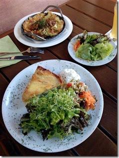 Käsepizockel und Quiche mit Salat