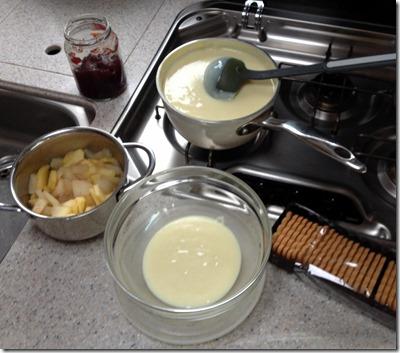 Pudding und Äpfel etwas abkühlen lassen