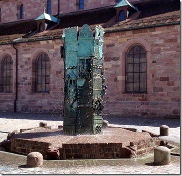 """Münster """"Unserer Lieben Frau"""" mit Münsterbrunnen"""