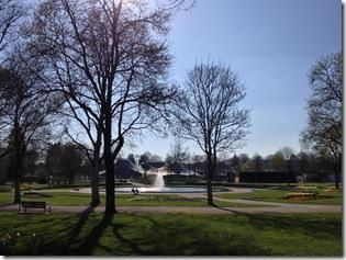 Kurpark mit Teich und Springbrunnen