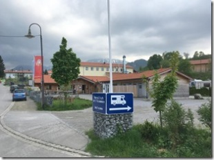 Einfahrt zum Wohnmobilstellplatz Pfronten-Weißbach