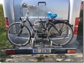 Fahrrad, Karre und Schloss